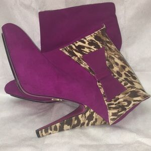 Betsy Johnson purple suede n cow hair &leather EUC